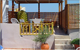 Pergola and dining table on the roof terrace